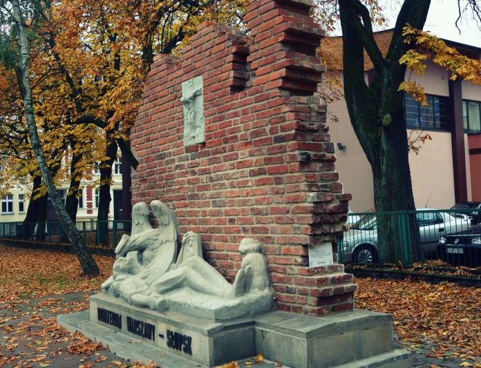 pomnik powstanca
