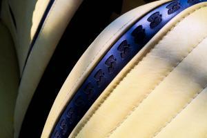 Fiat126p TomaHanksa wnetrze 04 logo bielska bialej